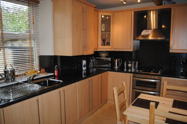Thumbnail Cottage to rent in John Street, Glossop, Derbyshire