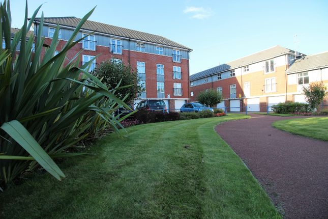Thumbnail Flat to rent in Victoria Mansions, Newton Drive, Blackpool, Lancashire