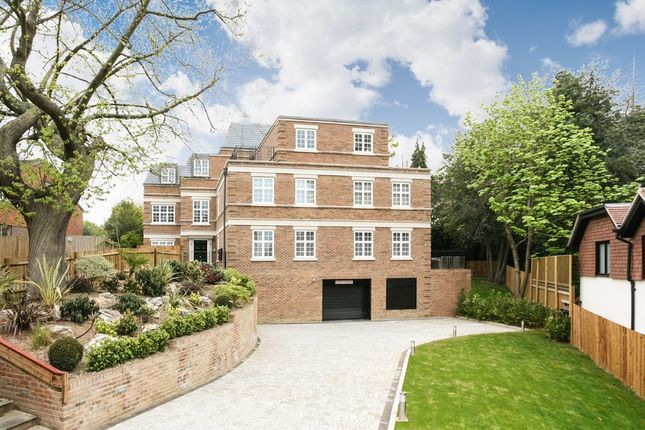 Thumbnail Flat for sale in Chislehurst Road, Bickley, Bromley
