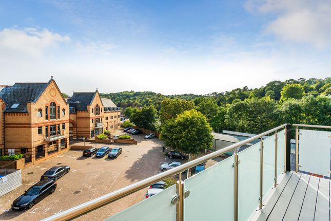 Balcony Views of Whyteleafe Hill, Whyteleafe CR3