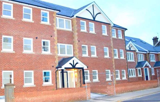 Thumbnail Flat for sale in Old Road West, Gravesend