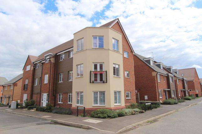 Thumbnail Flat to rent in Fieldfare, Leighton Buzzard