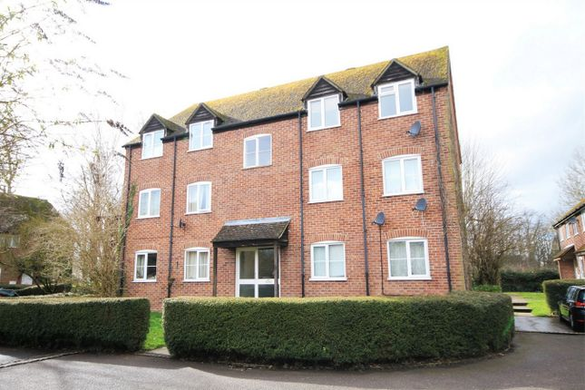 2 bed flat to rent in Crawford Place, Newbury