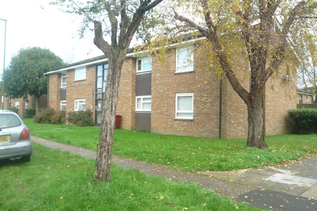 2 bed flat to rent in Lennox Road, Chichester