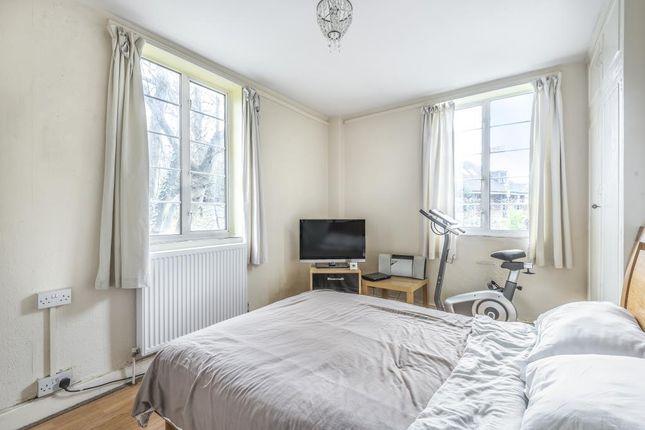 Bedroom of Waverley Grove, London N3