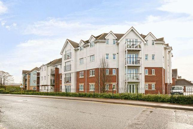 Thumbnail Flat for sale in Ingram Close, Larkfield, Aylesford