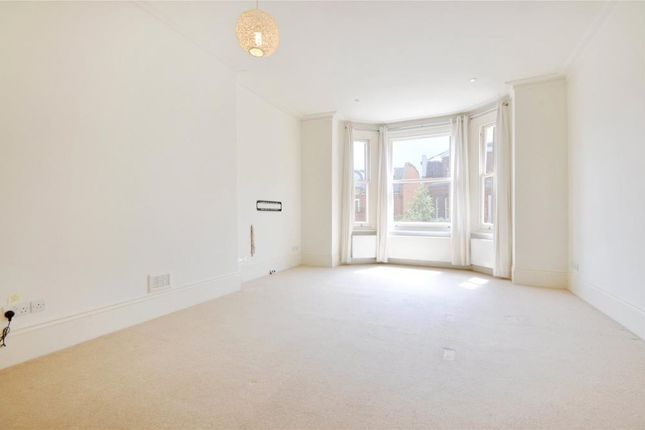 2 bed flat to rent in Compayne Gardens, West Hampstead