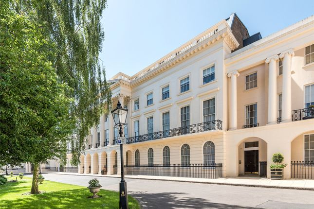 Flat for sale in Clarence Terrace, London
