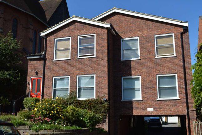 Thumbnail Flat to rent in Cross Oak Road, Berkhamsted