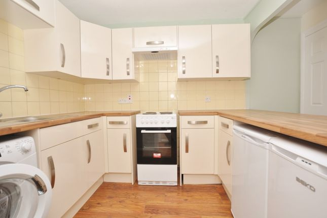 2 bed flat to rent in Millstream Close, Hitchin SG4