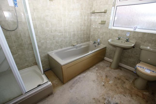Bathroom of Fen Road, Little Hale, Sleaford NG34