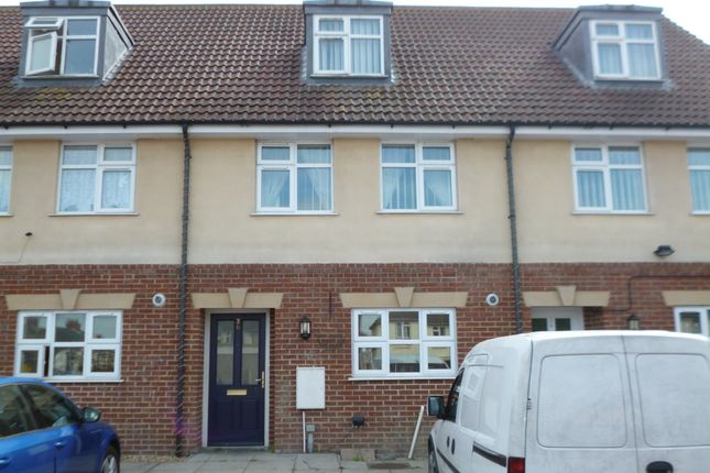 Thumbnail Town house to rent in Gerald Avenue, Chatham