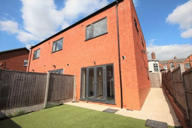Thumbnail Town house to rent in Old Court Street, Tunstall, Stoke-On-Trent