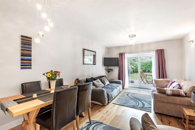 Thumbnail Flat for sale in Queens Avenue, London
