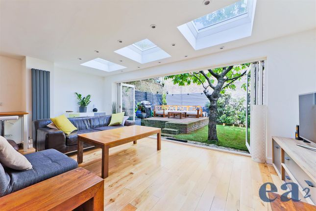 Thumbnail Town house for sale in Peartree Lane, London