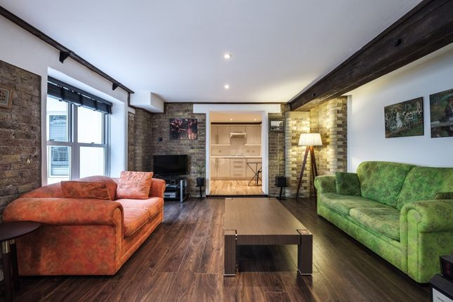 1 bed flat to rent in St. Saviours Estate, London