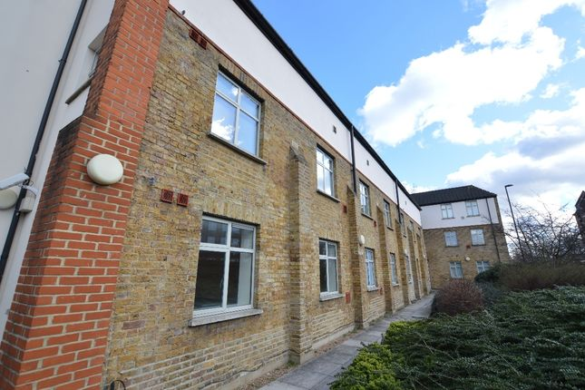 Studio to rent in Bell Green, London SE26