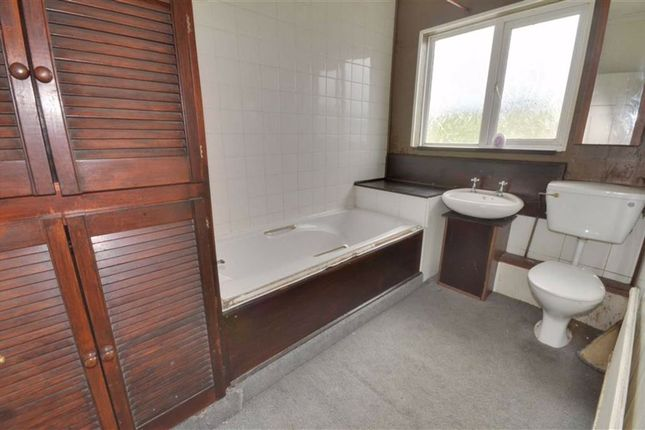 Bathroom of Post Office Road, Featherstone WF7