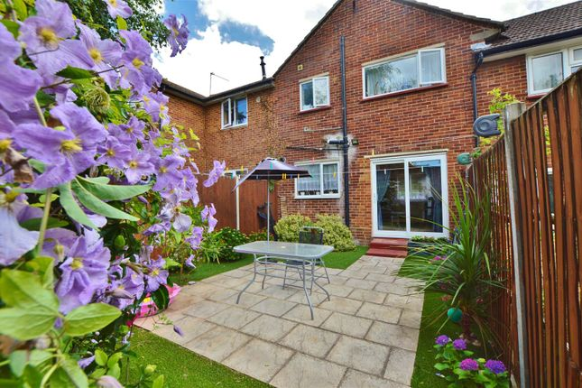 Thumbnail Terraced house for sale in Willoners, Slough, Slough