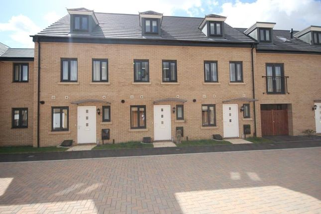 Thumbnail Town house to rent in Goldcrest Road, St Ives, Cambs