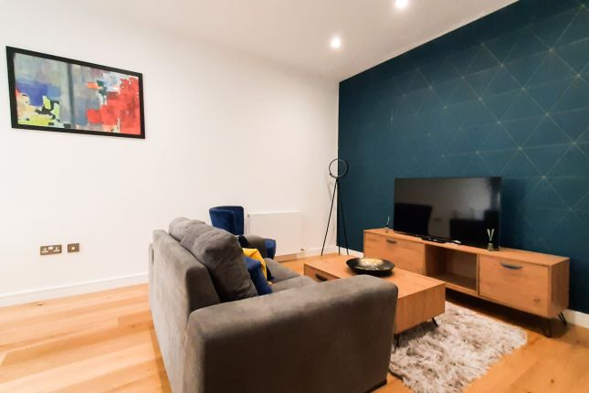 Thumbnail Triplex to rent in Lampton Road, London