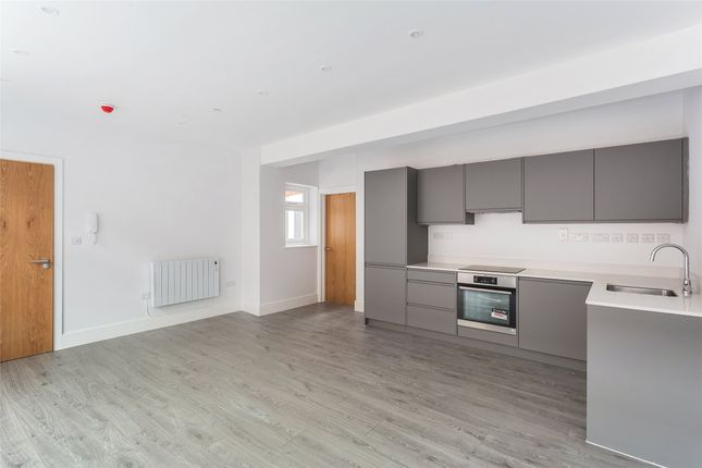 3 bed flat for sale in Ansell Road, Dorking RH4