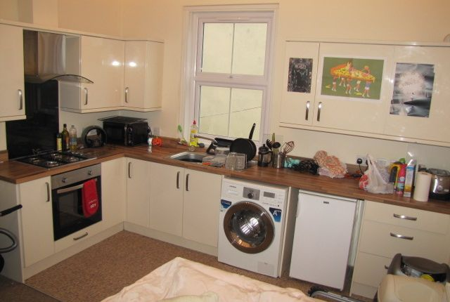 2 bed flat to rent in Christchurch Road, Bournemouth