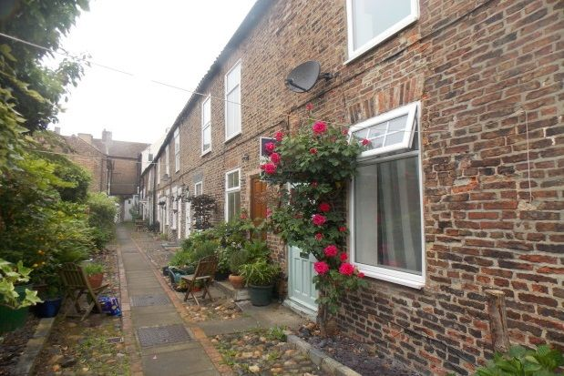 Thumbnail Cottage to rent in Carleton Terrace, Yarm