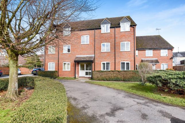 2 bed flat to rent in Newbury, Berkshire RG14