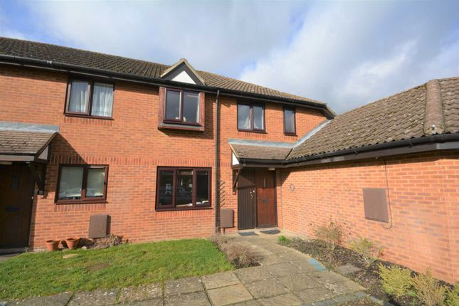 Thumbnail Semi-detached house to rent in Darlington Close, Amersham