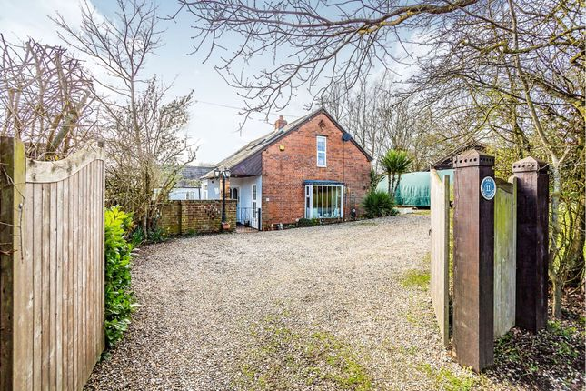 Thumbnail Detached house for sale in Main Road, Tadley