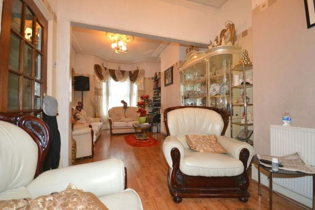 Thumbnail Terraced house for sale in Grove Crescent Road, London