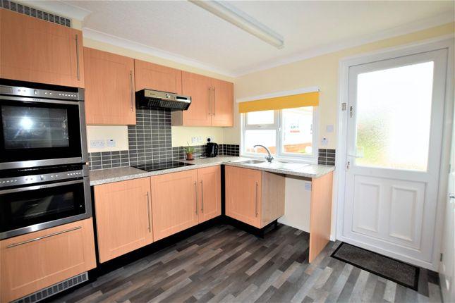 Thumbnail Mobile/park home for sale in Greenacres Caravan Site, Spilsby Road, Horncastle