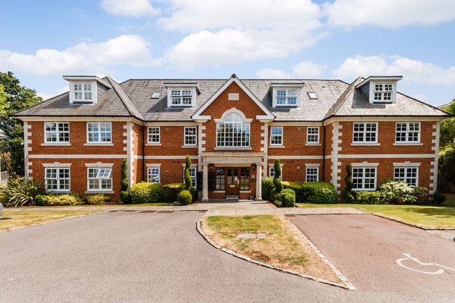 Thumbnail Flat for sale in Robin Hill, Maidenhead