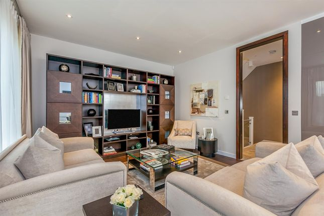 Thumbnail Town house for sale in The Crescent, Chiswick