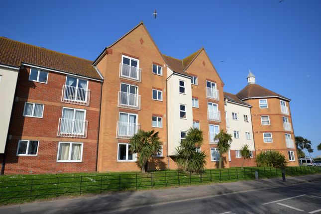 Thumbnail Flat to rent in West Road, Clacton-On-Sea