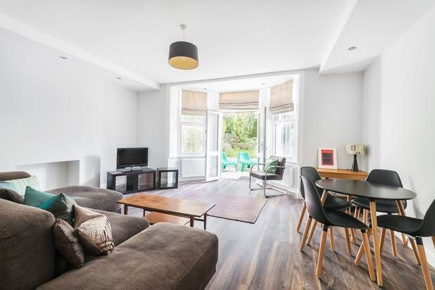 Thumbnail Flat to rent in Blenheim Crescent, London