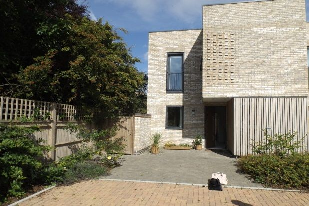 Thumbnail Property to rent in Skylark Road, Trumpington, Cambridge