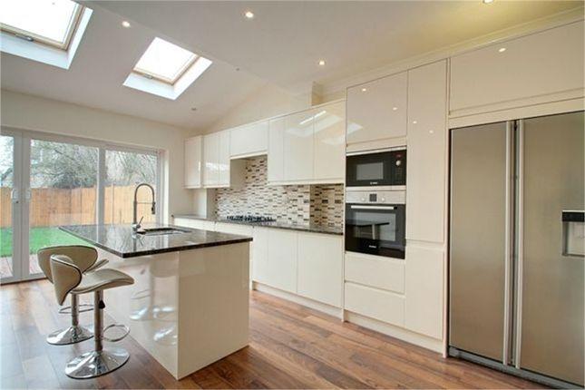 Thumbnail Terraced house for sale in Hamilton Road, London