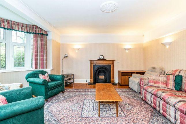 Lounge of The Newlands, Wallington SM6