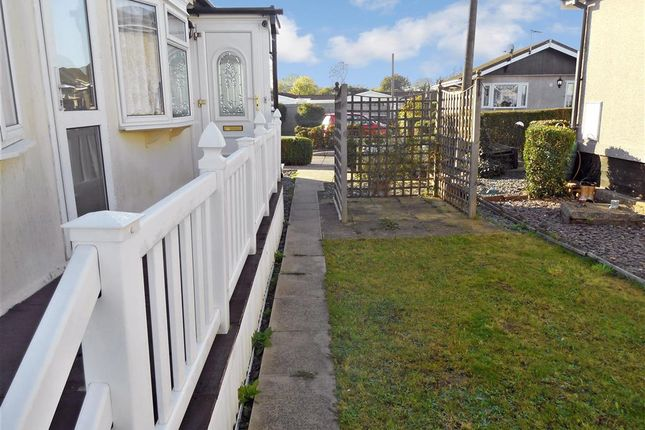 Thumbnail Mobile/park home for sale in Lower Dunton Road, Brentwood, Essex