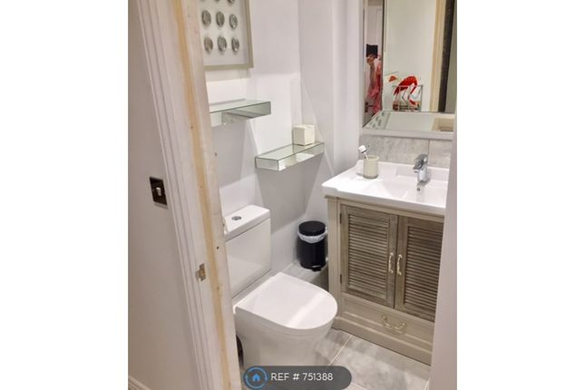 Toilet And Sink of Common Lane, Binfield Heath, Henley-On-Thames RG9