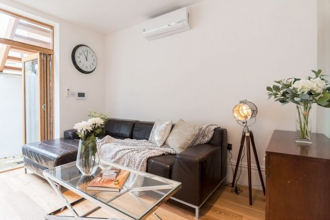 Thumbnail Flat to rent in Harwood Road, Fulham