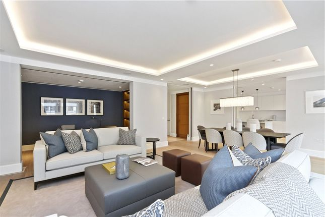 Thumbnail Flat to rent in St James's Street, St James's, London