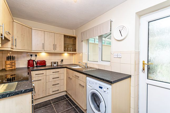 Kitchen of Dove Close, Birchwood, Warrington WA3