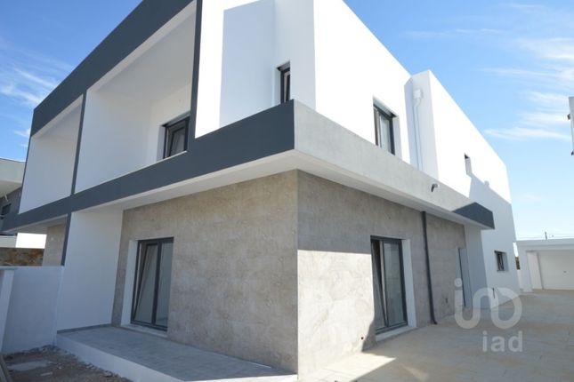 Thumbnail Detached house for sale in Fernão Ferro, Seixal, Setúbal