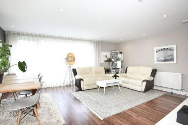 Thumbnail Flat to rent in Loch Crescent, Edgware