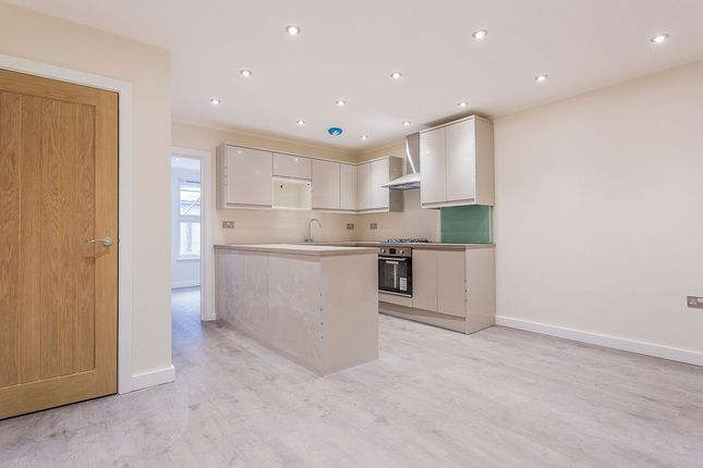 3 bed flat to rent in West Street, Bromley BR1