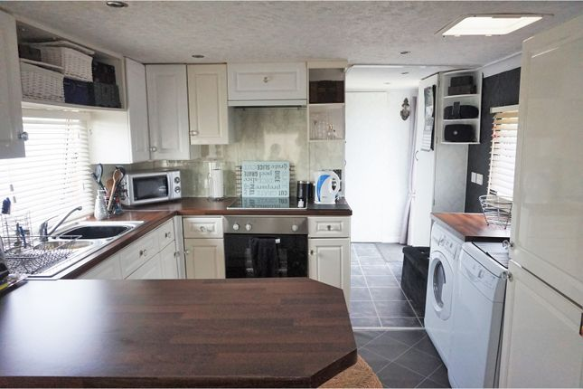 1 bed mobile/park home for sale in Belsize Avenue, Clacton-On-Sea
