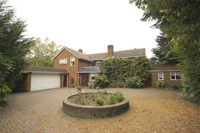 Thumbnail Detached house for sale in Oak Way, Harpenden, Hertfordshire
